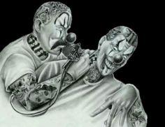 A clown getting a tattoo Chicano Love, Chicano Art, Mexican Artwork, Drama Masks, Cholo Art, Cholo Style, Latino Art, Black And White Comics, Lowrider Art