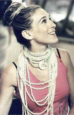carrie bradshaw image....Love the pearls!!