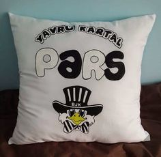 1 YASTIKTA KOCAYANLAR Snoopy, Throw Pillows, Fictional Characters, Art, Art Background, Toss Pillows, Cushions, Kunst, Decorative Pillows