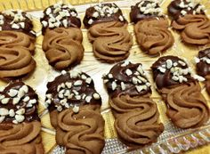 Chocolate biscuit with almonds - kekes Best Christmas Cookies, Holiday Cookies, Christmas Baking, Biscuit Decoration, Desserts With Biscuits, Czech Recipes, Chocolate Biscuits, Pastry Cake, Ice Cream Recipes