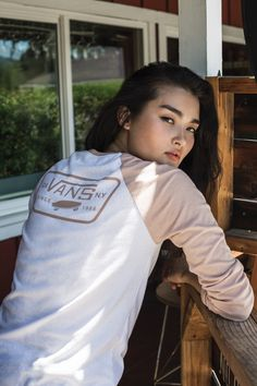 Keep it rosy in the Full Patch Raglan. Skater Look, Skater Style, Vans Fashion, Skater Fashion, Fashion Outfits, Women's Fashion, Pic Pose, Blue Crush, Vans Girls