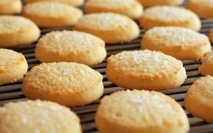 Lemon and Ginger Biscuits / Cookies Sugar Biscuits Recipe, Shortbread Biscuits, Shortbread Recipes, Biscuit Cookies, Biscuit Recipe, Cookie Recipes, Homemade Shortbread, Easy Sugar Cookies, Butter