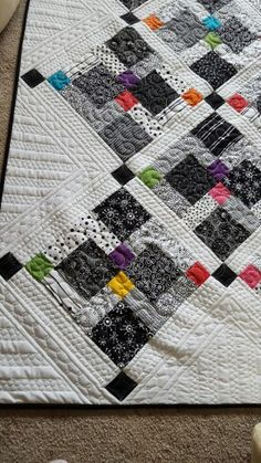 Disappearing nine patch on point.  Up close Border quilting. By LeAnn Powell.
