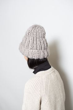 The only hat you'll need this winter. This thick knit beanie that will keep you warm no matter how cold it gets. Available in Beige, Grey or Black. Grey Beanie, Knit Beanie, Winter Accessories, Sweater Weather, Autumn Winter Fashion, Knitted Hats, Knitwear, Knit Crochet, Girl Fashion