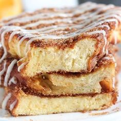 😋Churro French toast equals thick slices of rich Challah soaked in an egg mixture and fried to perfection. 🙌🏻 THEN coated in cinnamon sugar and drizzled with cream cheese icing. 😱🤤Best breakfast EVER! Churro French Toast, Challah French Toast, Best French Toast, Cinnamon French Toast, French Toast Bake, Thick French Toast Recipe, Churros, Chocolate Chip Cookies, Chocolate Cupcakes