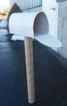 The Keeper of the Cheerios: Valentines Day Cardboard Mailbox DIY