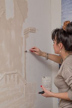 Decorative plaster at work ! Decorative Plaster, Plaster Art, Plaster Walls, Mural Art, Wall Murals, Temple Design For Home, Banksy Graffiti, Cement Art, Wall Art Wallpaper
