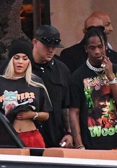 Setting off: While many spent Sunday night in, bracing themselves for another work week, Kylie Jenner and her rumored boyfriend Travis Scott apparently embarked on a night out Travis Scott Shirt, Travis Scott Fashion, Travis Scott Kylie Jenner, Kylie Jenner Fotos, Kendall Jenner, Bobby Brown, Estilo Jenner, Jenner Girls, Mode Streetwear