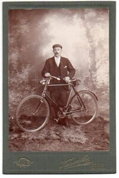 MAN-WITH-HIS-BICYCLE-1890-00s