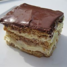 """Eclair Cake I """"Easy, quick, and a hit with the crowd."""" Eclair Cake I """"Easy, quick, and a hit with the crowd. No Bake Eclair Cake, Eclair Cake Recipes, Chocolate Eclair Cake, Chocolate Glaze, Eclair Recipe, Chocolate Frosting, Chocolate Pudding, Pudding Recipes, Chocolate Recipes"""