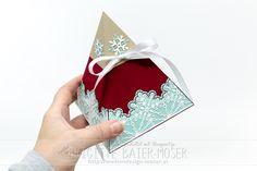Pyramidenbox im weihnachtlichen Design, mit einer Schatztruhe im Inneren