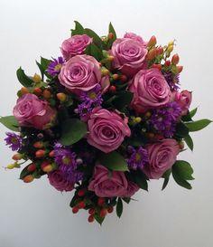 Roses and hipericum bouquet/ Bouquet Rosas e Hipericum
