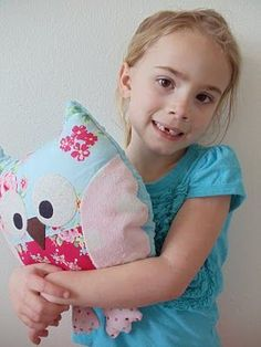 Free online owl pillow pattern and tutorial