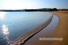 Παραλία με χρυσαφένια αμμουδιά στην Πάρο
