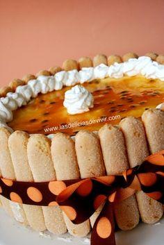Carlota de Chinola (Maracuya) Types Of Desserts, No Bake Desserts, Poke Cakes, Cupcake Cakes, Cupcakes, Mexican Bakery, Colombian Food, Sweet Tooth, Brunch
