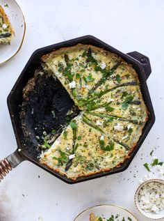 This hash brown quiche is such a fantastic meal! Perfect for brunch or dinner, the bottom is a crispy hash brown crust and the filling is divine. Quiche Recipes, Brunch Recipes, Breakfast Recipes, Dinner Recipes, Dinner Dishes, Brunch Ideas, Breakfast Ideas, Dinner Ideas, Asparagus Quiche