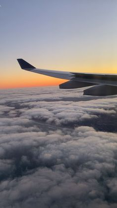 Want a job on a plane? Check out what's possible, from flight engineer to pilot Film Aesthetic, Aesthetic Videos, Travel Aesthetic, Airplane For Sale, Airplane Pilot, Airplane Window View, Airplane Wallpaper, Cool Pictures Of Nature, Airplane Photography