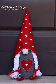Felt Christmas Ornaments, Easy Christmas Crafts, Christmas Gnome, Valentine Day Crafts, Valentine Decorations, Christmas Projects, Christmas Decorations, Theme Noel, Felt Crafts