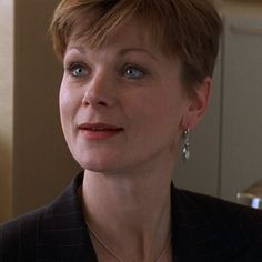 Miss Moneypenny Samantha Bond. Also, Auntie Angela in Outnumbered, Lady Rosamund Painswick in Downton and the original Ms Liz Probert in Rumpole of the Bailey. British Actresses, British Actors, Hollywood Actresses, Bond Girls, Samantha Bond, Honey Ryder, James Bond Movies, Pierce Brosnan, Film Base