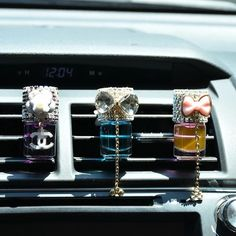 Bling car air vent perfume and decoration - carsoda - 1 bling car accessori Ford Mustangs, Car Accessories For Guys, Women's Accessories, Ferrari 458, Maserati, Vw Beetles, Rosa Bling, Jeep Wrangler, Jdm