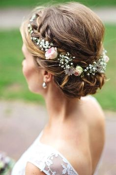 Bridal hair with spray roses Wedding hairstyles with flowers are the final compliment to a perfect wedding dress. They can rage from a simple fresh flowers to intricate hair pieces with Wedding Hair Flowers, Wedding Hair Pieces, Wedding Hair And Makeup, Wedding Hair Accessories, Bridal Makeup, Flowers In Hair, Fresh Flowers, Wedding Dresses, Bridesmaid Hair Flowers