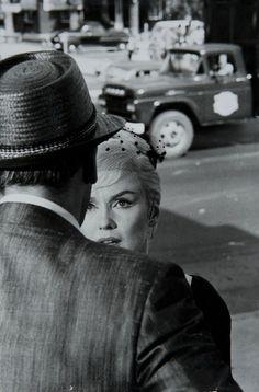 """Marilyn Monroe sur le tournage des """"Désaxés""""( John Huston)    Henri Cartier-Bresson, 1961."""
