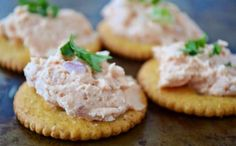 Shrimp Mousse, Over The Apple Tree Dip Recipes, Easy Healthy Recipes, Appetizer Recipes, Easy Meals, Cooking Recipes, Appetizer Ideas, Shrimp Mousse Recipe, Tapas, Tailgating Recipes