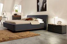 Bett mit elliptischen Kopfteil