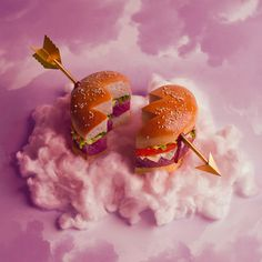 This Wild Burger Art Is Actually Edible - Food Republic Wild Burger, Crazy Burger, Burger Food, Hamburgers, Food Design, Sushi, Food Porn, Brunch, Kitchenaid