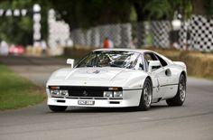 フェラーリスペシャルモデルの原点「フェラーリ・288GTO」で全開走行!? | CarTube[カーチューブ]