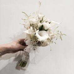 주문 레슨문의 Katalk ID vanessflower52 #vanessflower #vaness #flower #florist #flowershop #handtied #flowergram #flowerlesson #flowerclass #바네스 #플라워 #바네스플라워 #플라워카페 #플로리스트 #꽃다발 # #부케 #원데이클래스 #플로리스트학원 #화훼장식기능사 #플라워레슨 #플라워아카데미 #꽃스타그램 . . #부케 #bouquet . . 카라들어간 부케는 언제나 좋음