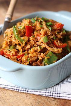 Wat doe je als je zowel zin hebt in nasi als shoarma? Dan maak je shoarma nasi en dat is zo gedaan. Bekijk hier het recept!