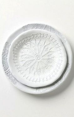 Use a doily to recreate patterns on a plate, and use them to decorate!  Perfect for intimate weddings.