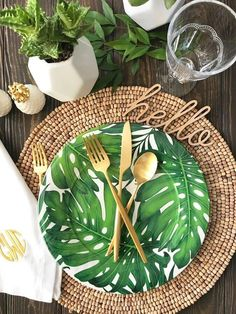 35 Adorable Tropical Leaf Decor Stylish Home Design Ideas Tropical Home Decor, Tropical Party, Tropical Houses, Tropical Interior, Tropical Furniture, Tropical Kitchen, Palm Beach Decor, Place Settings, Table Settings