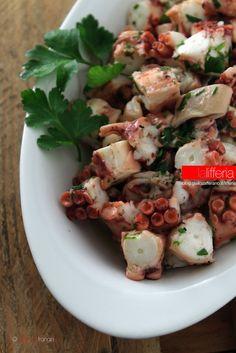 Insalata di polpo semplice e veloce Italian Fish Recipes, Baking Scones, Octopus Recipes, Nordic Recipe, Calamari, Antipasto, Mediterranean Recipes, Fish And Seafood, Gnocchi