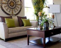 Ambientes festivos.   Uno de los detalles primordiales al momento de decorar tu casa para una reunión son las flores. No importa el estilo de la decoración de tu hogar -ya sea clásica, ecléctica o minimalista-, las flores podrán variar según tu elección.