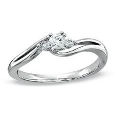 El solitario JOAQUIM VERDÚ 2 es un magnífico anillo de diamantes, realizado en oro de Primera Ley, y con un diseño exclusivo, realizado por el prestigioso diseñador catalán Joaquim Verdú. Es una joya que representa el anillo de pedida por excelencia. Así mismo, es una joya muy adecuada para lucir en el día a día, ya que es sencilla, cómoda y elegante.