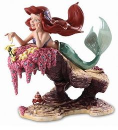 WDCC Disney Classics_The Little Mermaid Ariel and Sebastian He Loves Me, He Loves Me Not