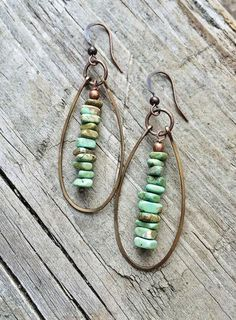 Green Turquoise Boho Earrings, Copper Hoop Earrings, Southwestern Jewelry Green turquoise magnesite chip dangles surrounded by hammered, antiqued copper hoops with copper accents. Approx 2 in length and very light I Love Jewelry, Copper Jewelry, Bohemian Jewelry, Wire Jewelry, Jewelry Crafts, Beaded Jewelry, Jewelery, Handmade Jewelry, Jewelry Making