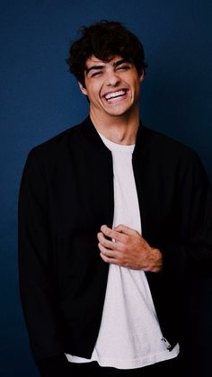 Noah Centineo - Amazing Handsome Boy Photos - Most Handsome Boys in the world Lara Jean, Wallpaper Computer, Cole Sprouse Funny, Hottest Guy Ever, Surfer, Cute Actors, Celebs, Celebrities, Handsome Boys