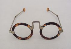 Organic (ivory, horn, etc.) - Spectacles (Eyeglasses) - Search the Collection - Winterthur Museum Cool Glasses, Glasses Frames, Eye Glasses, Funky Glasses, Four Eyes, Tortoise Shell, Specs, Eyewear, Eye Candy