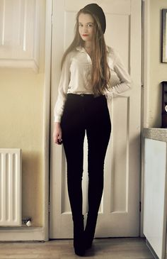 High waisted jeans and white blouse. Simple and classic.