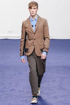 Kolor Fall 2013 Menswear Fashion Show Fashion Show, Mens Fashion, Fashion Design, Modern Luxury, Designer Collection, Branding Design, Suit Jacket, Menswear, Vogue