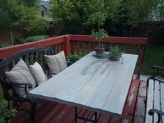Awesome Way To Redo A Patio Table!