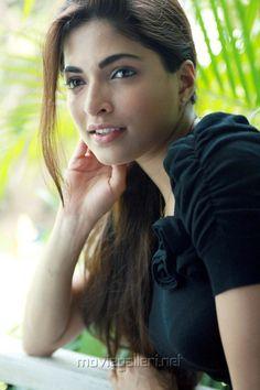Parvathy Omanakuttan Hot in Black Dress Stills