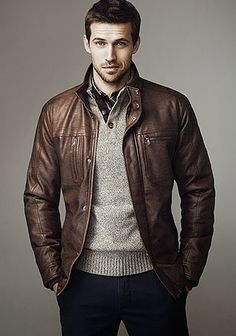 ブラウンレザージャケット×モックネックセーターの着こなし(メンズ)   Italy Web
