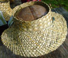 P1090788cc Flax Weaving, Weaving Textiles, Weaving Art, Weaving Patterns, Basket Weaving, Card Weaving, Hawaiian Hats, Flax Flowers, Maori Designs