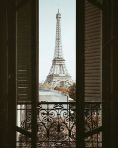 Hotel Secrets The Big Chains Don't Want You To Know. Besides choosing a destination, you must also locate a place to stay as well as making your travel arrangements. Paris Photography, Travel Photography, Efile Tower, Parvis, My Little Paris, Permanent Vacation, Paris Travel, Travel Plane, Travel Europe