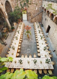 Wedding Venue Ideas Wedding Venues: The Courtyard Wedding - Courtyards offer a quaint and cozy setting for an intimate wedding. Here are some courtyard wedding venues that would be perfect for a small guest list. Wedding Reception Seating, Reception Table, Reception Decorations, Reception Ideas, Wedding Centerpieces, Wedding Ceremony, Dinner Table, Wedding Receptions, Tall Centerpiece