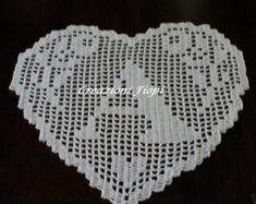 THIS LISTING IS ONLY FOR THE SCHEMA AND NOT TO THE FINISHED PRODUCT!!!!    THE PRICE REFERS TO ONLY ONE SCHEMA FOR A SINGLE ALPHABETIC LETTER      MONOGRAM HEART PATTERN TO CROCHET FOR APPLICATIONS LETTER M    EASY!    CLASSIC FILET.